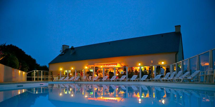 Terrasse côté piscine