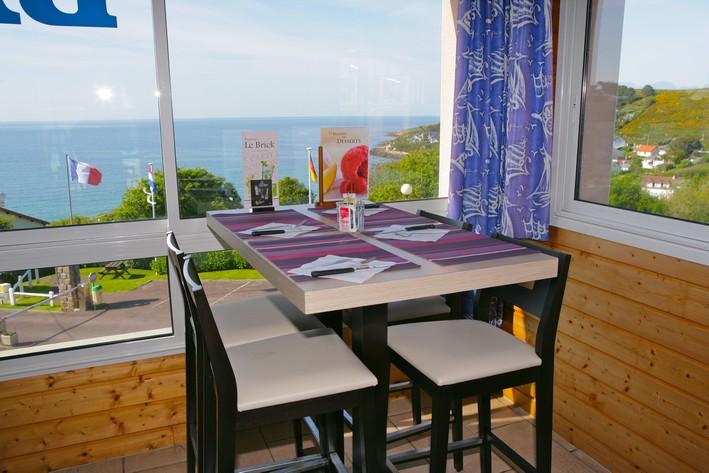 Nouveau mobilier pizzeria Maupertus sur mer