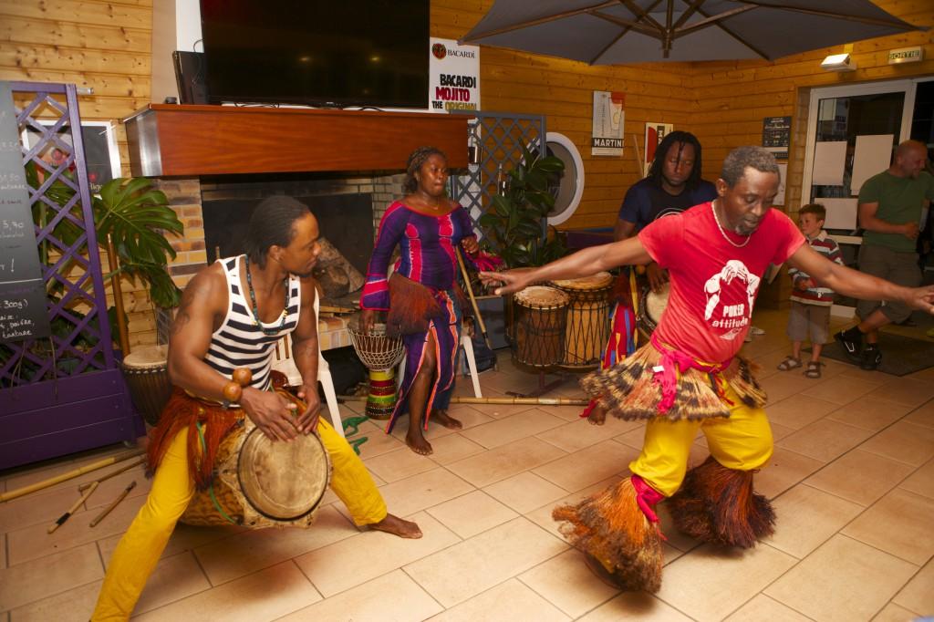Soirée danses, percussions et chants du Congo ! On adore ! Pizzeria Le Brick, votre RDV proche de Cherbourg !